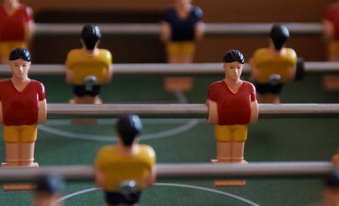 Le baby-foot, également connu sous le nom de baby-foot, est un jeu de compétition qui affine ses compétences en baby-foot avec en plus du plaisir. Le baby-foot peut être un moyen de détendre votre esprit avec votre famille et vos amis et, à son tour, de faire de l'exercice pour l'esprit et le corps. Il a suscité l'activité de nombreux fans de football et gagne en popularité en tant que sport en salle. Il existe de nombreux types de tables de baby-foot sur le marché avec une variété de fabrication et de prix, ce qui en fait un défi d'en acheter une. Voici quelques-unes des raisons pour lesquelles les tables de baby-foot KICK sont les meilleures sur le marché aujourd'hui :
